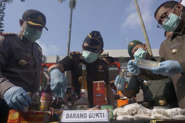 Bupati Syahri Pimpin Pemusnahan Ribuan Minuman Keras dan Narkoba (Video)