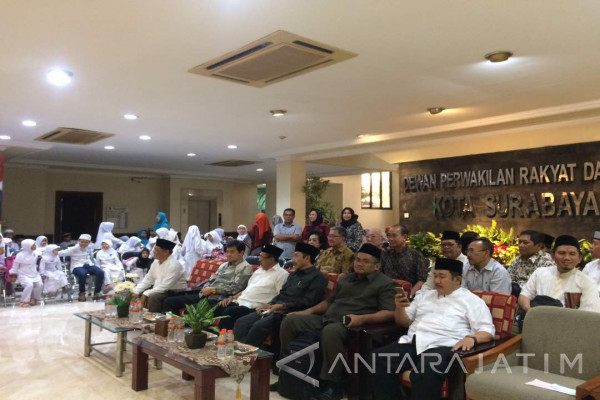 DPRD Surabaya Santuni 150 Anak Yatim Piatu