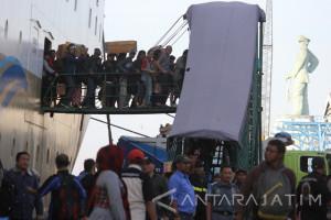 Penumpang Kapal di Tanjung Perak Naik Dua Persen