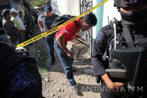 Penggeledahan Rumah Terduka Teroris Di Surabaya