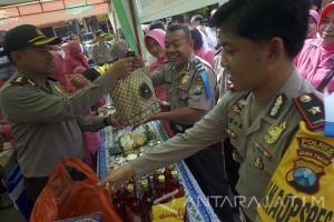 Polisi Gelar Pasar Murah Sembako
