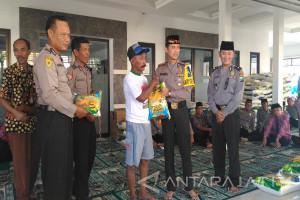 Polresta Sidoarjo Bagikan 3,7 Ton Zakat Fitrah