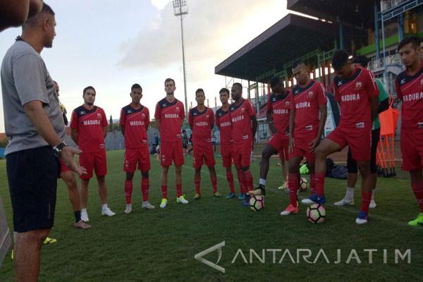 Pemain Asing  Ikut Seleksi Pemain Madura United FC