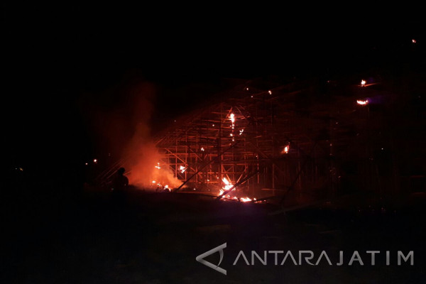 Dua Gudang Tembakau Milik PTPN X Ludes Terbakar