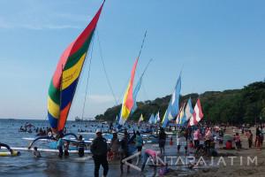 Pendapatan Sewa Perahu Layar Wisata Pasir Putih Situbondo Meningkat