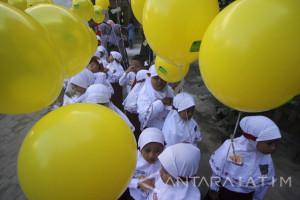 Hari Pertama Sekolah di Surabaya