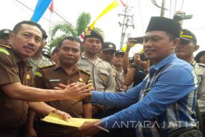 Kejari Sampang Tahan Tersangka Pemalsu Dokumen Desa