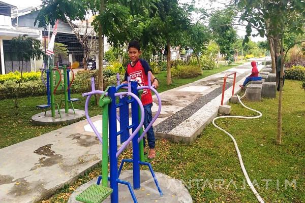 Minggu Pagi Di Taman Rungkut (Video)