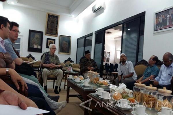 Pastor Serikat Jesuit Lintas Negara Berkunjung ke Pesantren Tebuireng Belajar tentang Islam