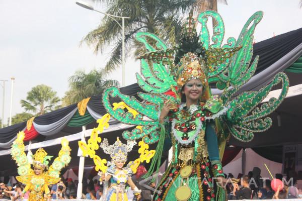 Penonton Terpukau Penampilan Peserta Wonderful Artchipelago Carnaval Indonesia