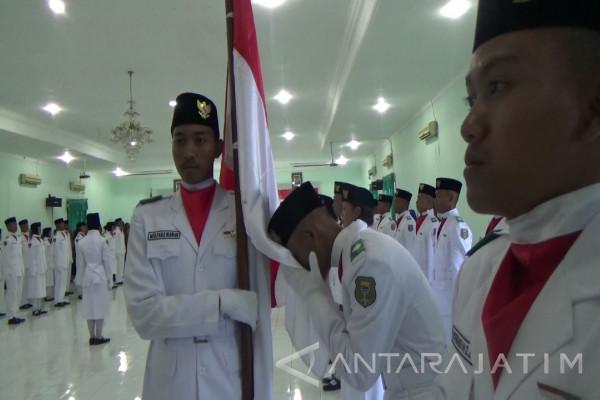 Wakil Wali Kota Madiun Kukuhkan Anggota Paskibraka 2017