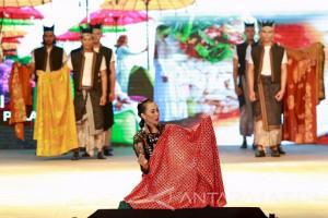 Pergelaran Sarat Etnik dalam Banyuwangi Batik Festival