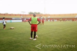 Madura United Pertahankan Pelatih asal Brazil