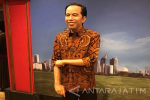 Patung Lilin Jokowi di Hong Kong Pakai Baju Batik