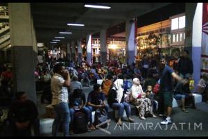 Ratusan Penumpang Bus di Purabaya Tak Terangkut