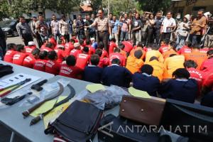 Polrestabes Surabaya Ungkap 62 Kasus Kejahatan selama Agustus
