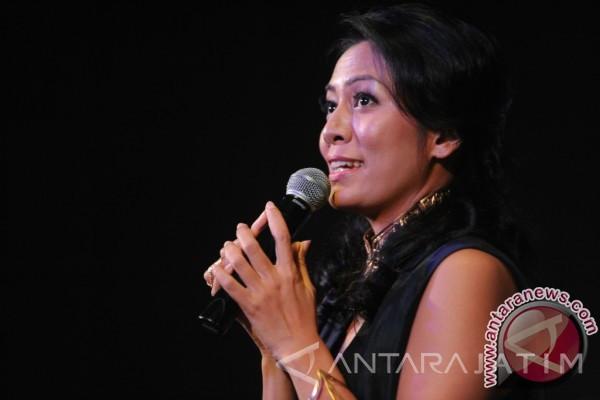 Dewi Lestari Pertanyakan Dasar NPPN Penulis