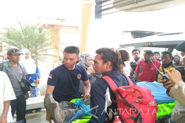 Pendaki Surabaya Tewas Tertimpa Batu dari Puncak Gunung Semeru