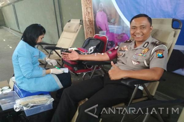 Ditlantas Polda Jatim Menggelar Kegiatan Donor Darah