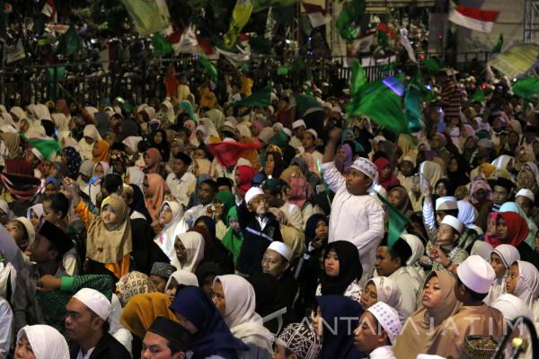 Surabaya Berselawat Sambut Tahun Baru Islam (Video)
