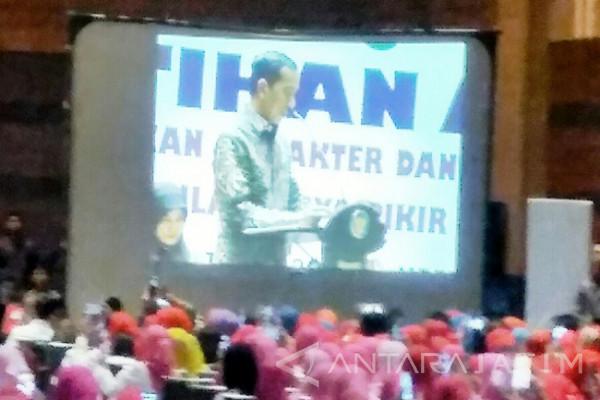 Jokowi Minta Dana Guru PAUD Dialokasikan Daerah (Video)