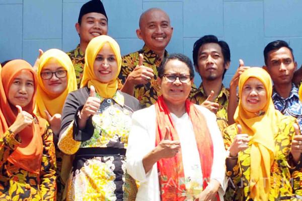 Menteri Yohana Kunjungi SMPN 3 Jember Dorong Sekolah Ramah Anak (Video)
