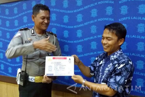 Satpas Tulungagung Bagikan SIM Gratis Memperingati Hari Kemerdekaan