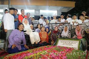 Prasasti di Makam Gus Dur Dibuka untuk Umum