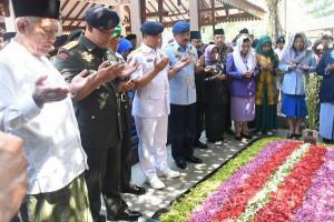 Panglima TNI Ziarah ke Makam Gus Dur