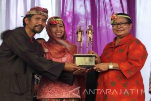 Festival Egrang Jember Mendapat Apresiasi dari Menteri Yohana (Video)