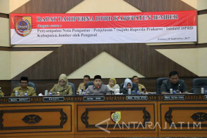 Tujuh Raperda Inisiatif DPRD Jember Disampaikan dalam Rapat Paripurna