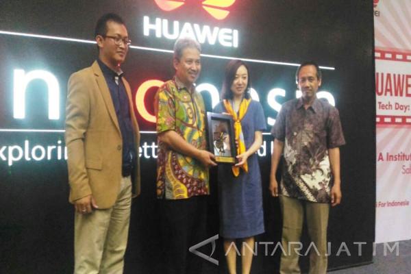 Huawei Ajak Mahasiswa Surabaya Kembangkan