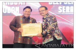 """Gresik Kembali Raih Penghargaan Indonesia """"Attractiveness Index Award 2017"""" Sebagai Kabupaten Terbaik"""