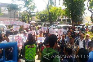 GPD Unjuk Rasa Minta Netralitas Hakim PN Surabaya