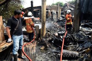 Kebakaran Gudang Onderdil Di Surabaya