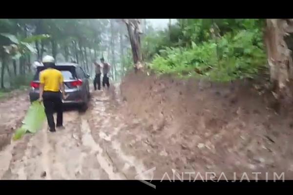 Dikepung Ratusan Warga dan Polisi, Anggota Komplotan Gendam Tertangkap (Video)