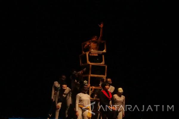Parade Teater Kampus Seni Tampilkan Kekayaan Tradisi Lokal (Video)