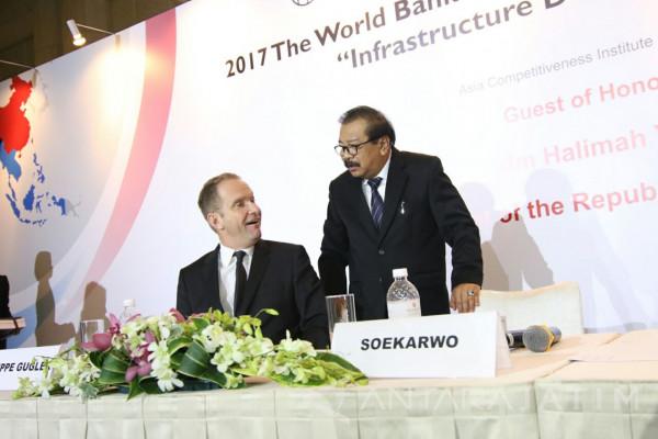 Pakde Karwo Presentasikan Perkembangan Ekonomi Jatim di Singapura