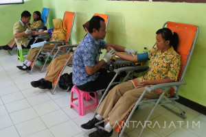 Donor Darah Sambut Hari Pahlawan
