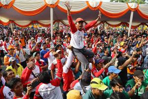 Ribuan Pekerja Semarakkan Pesta Cak Koen di Surabaya