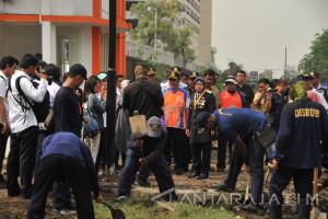 Risma Ingin Pengerjaan Pos Kereta Api di Surabaya Dimulai