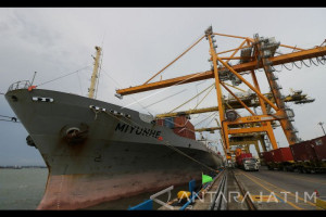 Pengamat : Terminal Petikemas Surabaya Sepenuhnya Harus Dikekola Mandiri