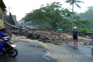 BPBD Kediri: Waspadai Pohon Tumbang dan Longsor saat Hujan