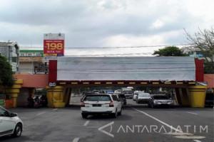 Satpol PP Surabaya Siap Tertibkan Reklame Viaduk Kertajaya