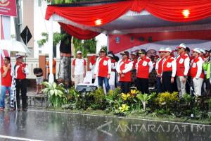 Hujan Deras Iringi Pemberangkatan Gerak Jalan Mojokerto-Surabaya
