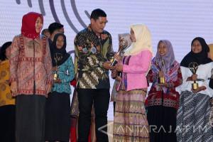 Pemkot Kediri Serahkan Penghargaan Program