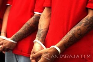 Polisi Tangkap Pencuri Kabel Tembaga di Surabaya