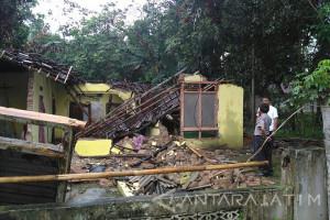 Seorang Nenek di Blitar Meninggal Tertimpa Bangunan Roboh