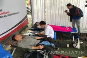 BPJS Ketenagakerjaan Malang Gelar Donor Darah-Pasar Sembako Murah (Video)