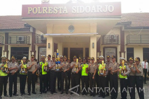 Polres Sidoarjo Berikan Penghargaan kepada Anggota Berprestasi (Video)
